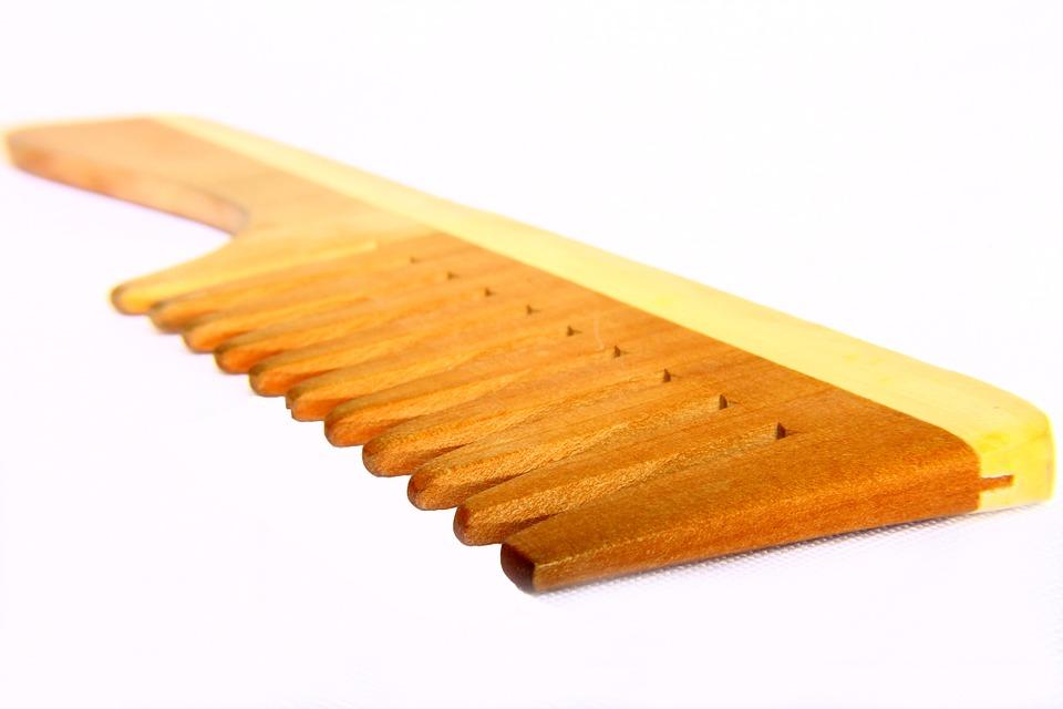 lass naturals wooden comb